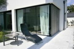 Alu Elemente im gehobenen Wohnbau mit Sonnenschutz