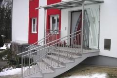 Edelstahl Eingangsüberdachung mit Ornament Geländer
