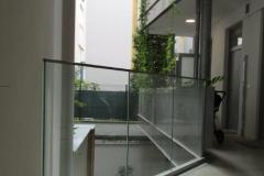 Edelstahl-Glasgeländer für Wohnbau Innenhofbereich