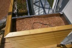 Pflanzgefäß integriert mit Geländer