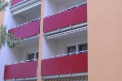 Geländer mit farblicher Füllung rot