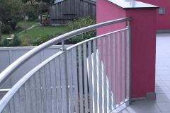 Stahlgeländer gebogen mit Flachstahlfüllung und Edelstahlhandlauf