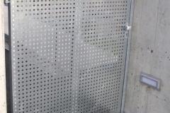 Stahltor u. Türe mit Lochblechfüllung verz-1